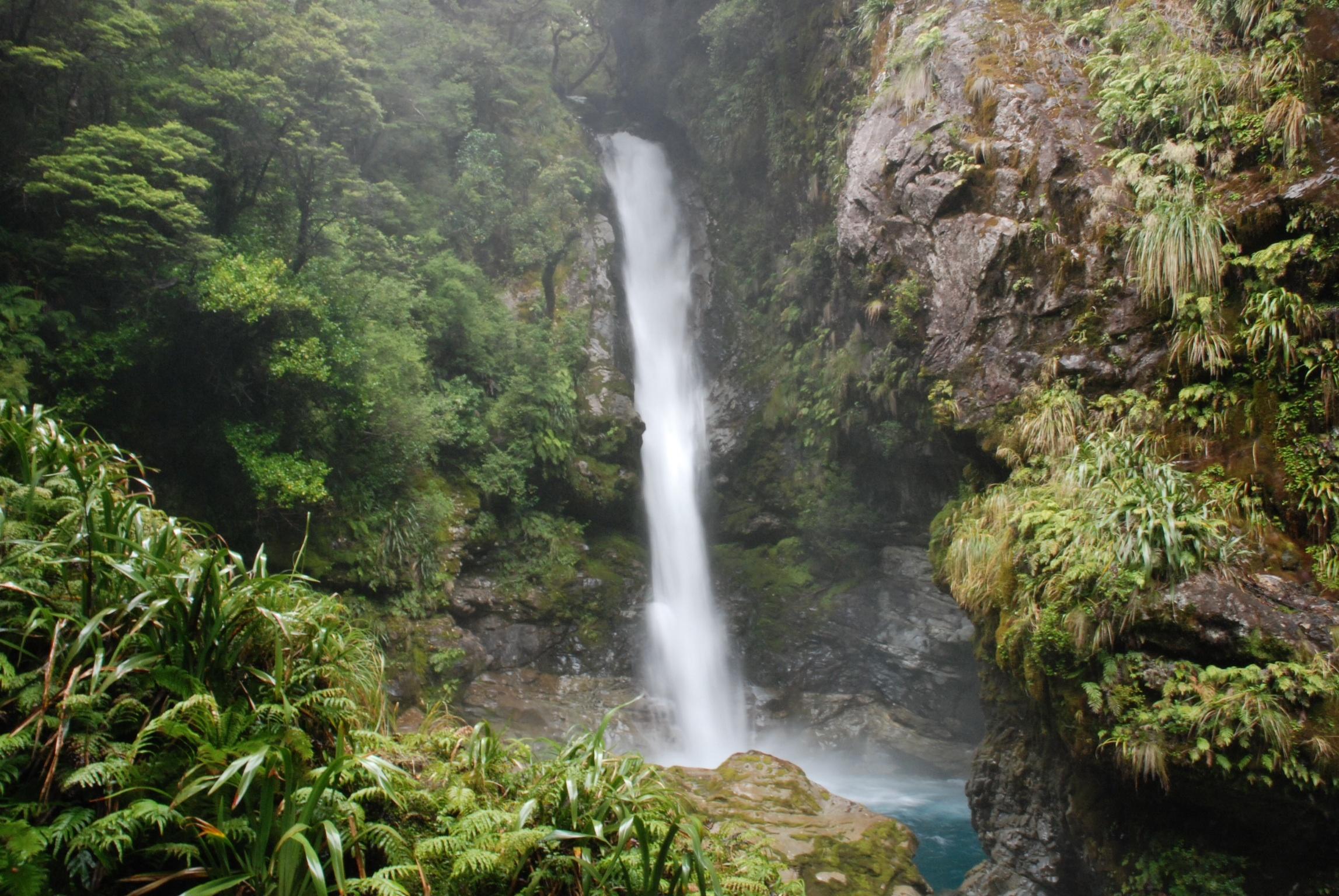"""Den Wasserfall habe ich zufällig """"entdeckt"""" als ich einen ziemlich abenteurlichen Weg geklettert bin."""